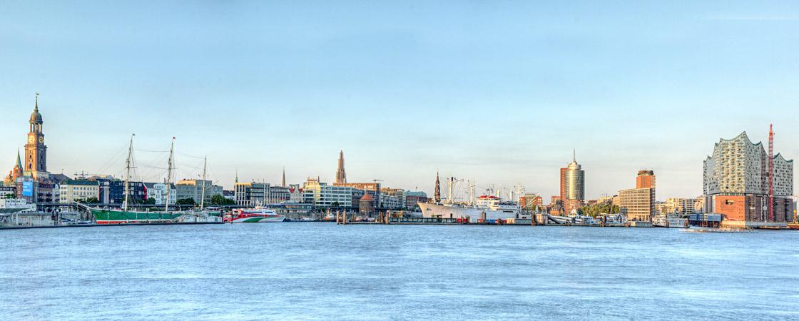EHB-Hamburg - Elbe mit Hamburg - Rechtsanwälte